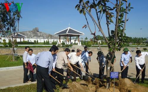 Trưởng Ban Tổ chức Trung ương Tô Huy Rứa làm việc với lãnh đạo tỉnh Quảng Nam - ảnh 1