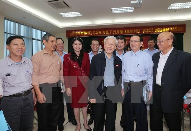 Генсек ЦК КПВ Нгуен Фу Чонг встретился с ханойскими избирателями - ảnh 1