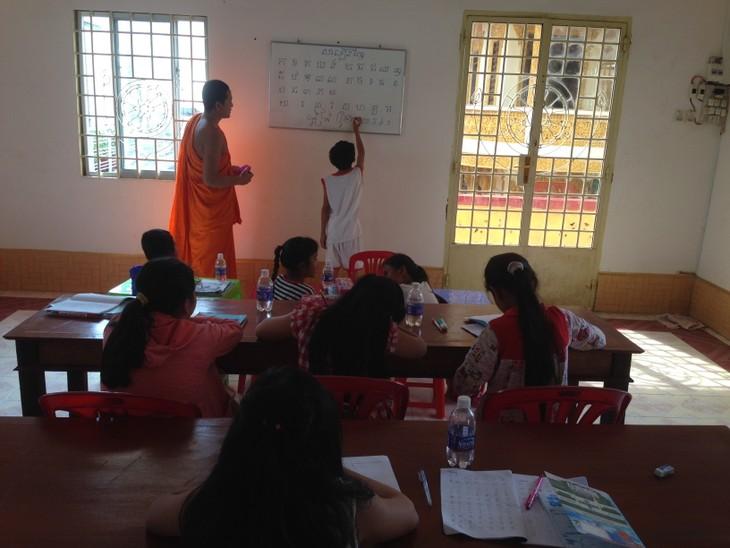 Класс кхмерского языка в центре города Кантхо - ảnh 2