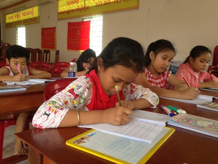 Класс кхмерского языка в центре города Кантхо - ảnh 1