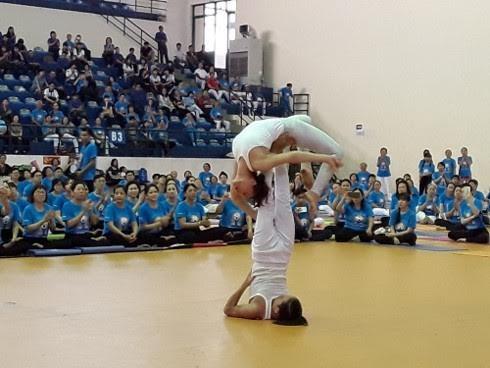 Мероприятия, посвященные 3-у Международному дню йоги во Вьетнаме  - ảnh 1