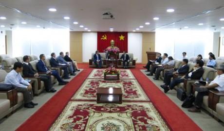 «Ростех» хочет продолжать инвестировать в выращивание деревьев-каучуконосов в Биньзыонге - ảnh 1