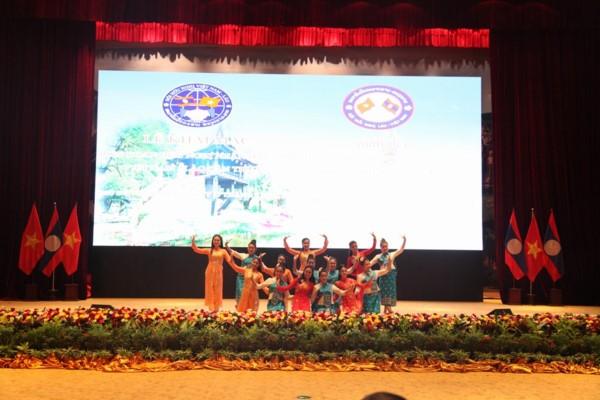 Во Вьентьяне открылся 4-й фестиваль лаосско-вьетнамской дружбы  - ảnh 1