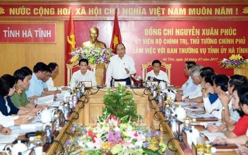 Нгуен Суан Фук провел рабочую встречу с руководством провинции Хатинь - ảnh 1