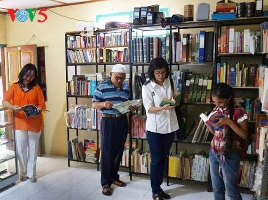 Музейная библиотека DX – любовь Харазин Р Юнеп к радио Голос Вьетнама - ảnh 1