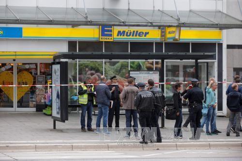 Стали известны новые подробности нападения мужчины с ножом в супермаркете Гамбурга - ảnh 1