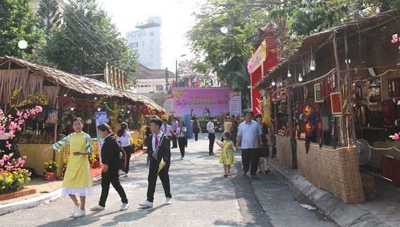 Оживленная предновогодняя атмосфера в разных районах Вьетнама - ảnh 3