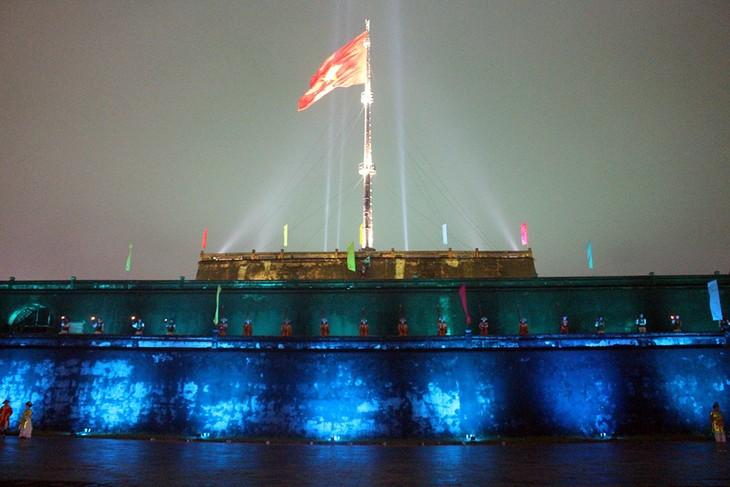 Программа «Освещение флаговой башни «Ки дай»» способствует большему привлечению туристов в Хюэ - ảnh 1