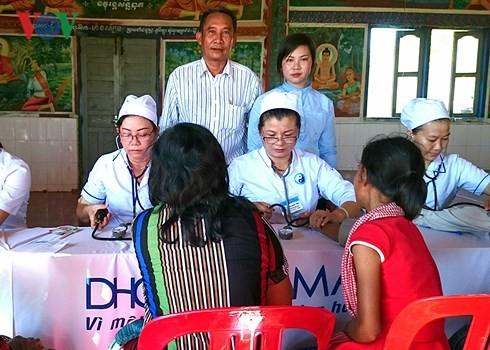 Искренняя благодарность камбоджийцев вьетнамским медработникам-добровольцам - ảnh 1