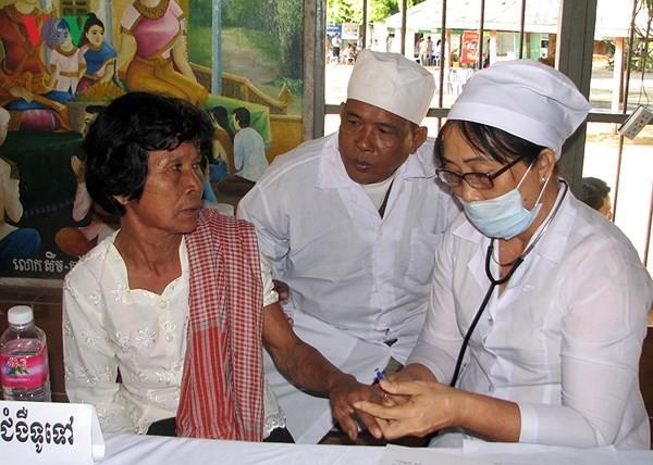 Искренняя благодарность камбоджийцев вьетнамским медработникам-добровольцам - ảnh 2