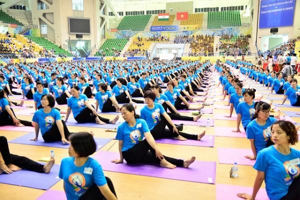 Международный день йоги во Вьетнаме - ảnh 1