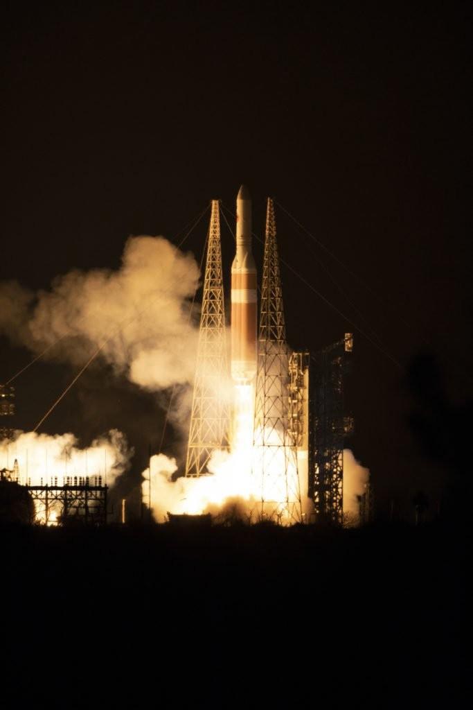 NASA успешно запустило исследовательский зонд к Солнцу - ảnh 1