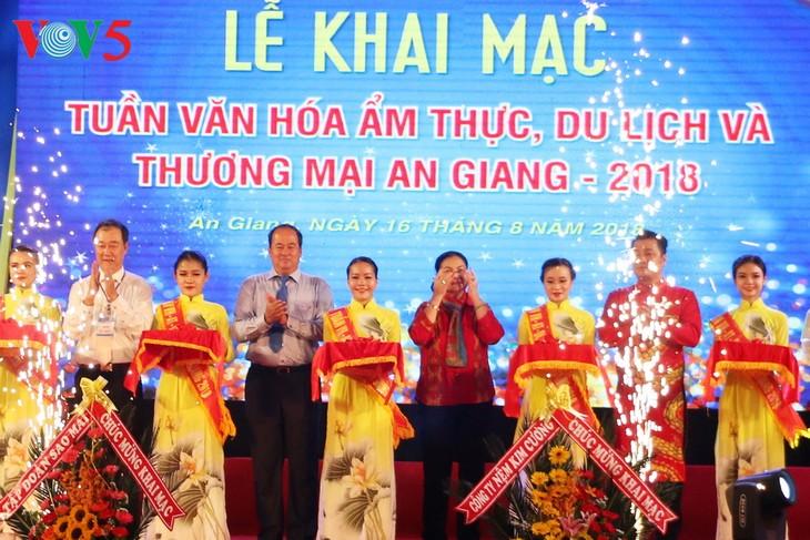 Открылась Неделя культуры, кухни, туризма и торговли Анзянг 2018 - ảnh 1