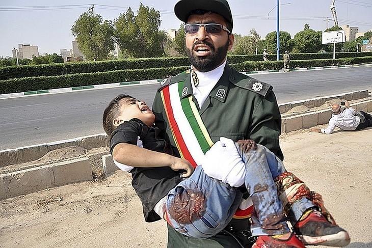 Теракт на параде в иранском городе Ахваз - ảnh 1