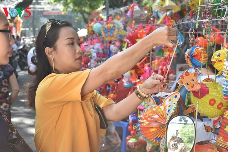 Фестиваль середины осени в старом квартале Ханоя - ảnh 2