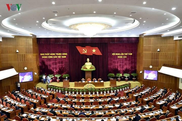На 8-м пленуме ЦК КПВ 12-го созыва обсуждаются важные вопросы Вьетнама - ảnh 1