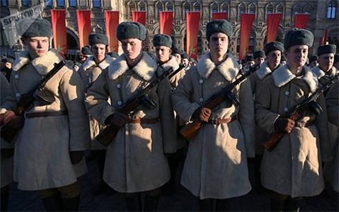 В РФ отмечается 77-я годовщина военного парада 7 ноября 1941 года - ảnh 1