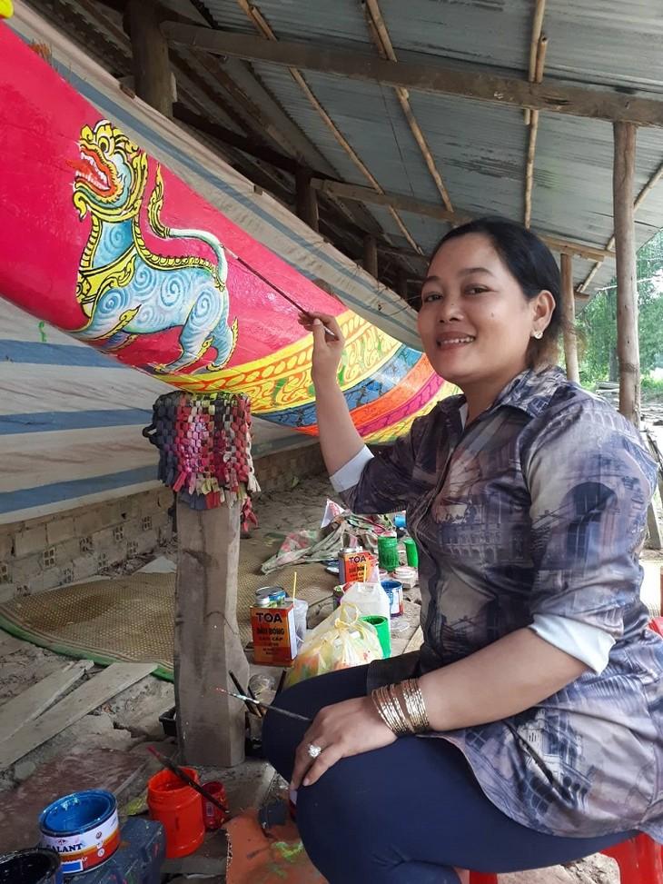 Встречаемся с мастерами по созданию картин на стенах в кхмерских пагодах в провинции Шокчанг - ảnh 1