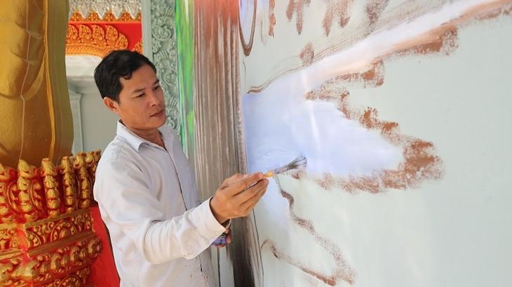 Встречаемся с мастерами по созданию картин на стенах в кхмерских пагодах в провинции Шокчанг - ảnh 2