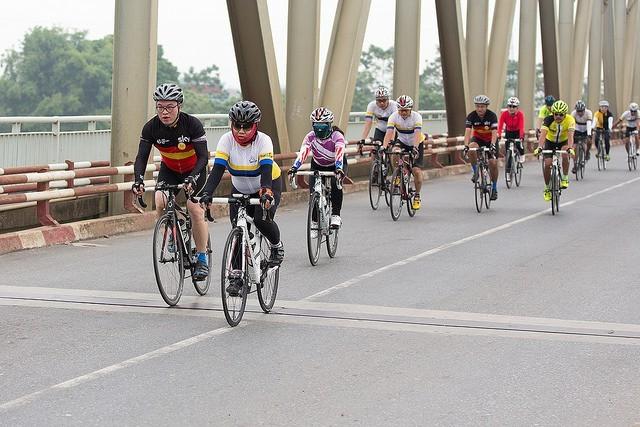 Езда на велосипеде – новый тренд вьетнамской молодежи - ảnh 1