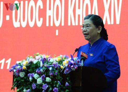 Руководители КПВ, государства и правительства Вьетнама провели встречи с избирателями - ảnh 1