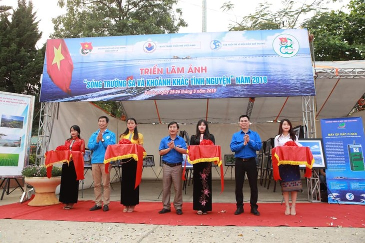 Фотовыставка «Добровольческие мероприятия на островах Чыонгша»  - ảnh 1