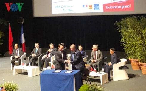 Франция и Вьетнам стремятся активизировать сотрудничество между провинциями и городами двух стран - ảnh 1