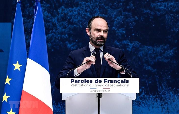 Премьер-министр Франции призвал к снижению налогов, чтобы успокоить «желтых жилетов» - ảnh 1