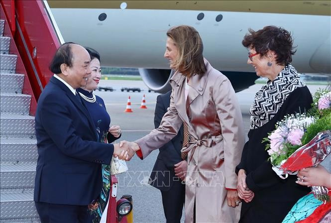 Премьер Вьетнама прибыл в Осло, начав официальный визит в Норвегию - ảnh 1