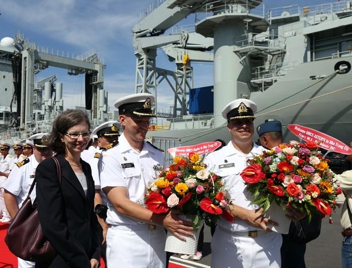 Два корабля ВМФ Канады находятся во Вьетнаме с дружественным визитом - ảnh 1