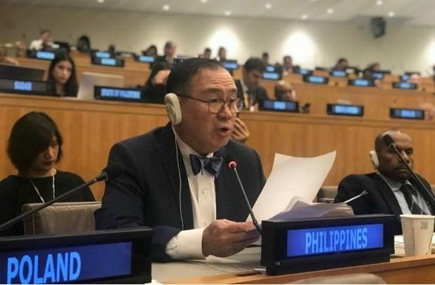 Глава МИД Филиппин поблагодарил Вьетнам за спасение рыбаков, пострадавших в Восточном море - ảnh 1