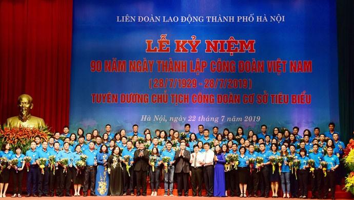 Отмечается 90-летие со дня создания вьетнамских профсоюзов - ảnh 1