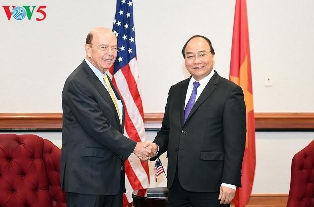 PM Vietnam, Nguyen Xuan Phuc menerima Menteri Perdagangan AS - ảnh 1
