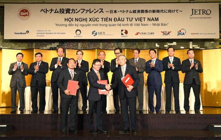 Vietnam dan Jepang menandatangani banyak kontrak investasi sebesar 22 miliar dolar AS - ảnh 1