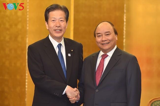 PM Vietnam Nguyen Xuan Phuc menerima para pemimpin beberapa Partai Jepang dan beberapa badan usaha - ảnh 1