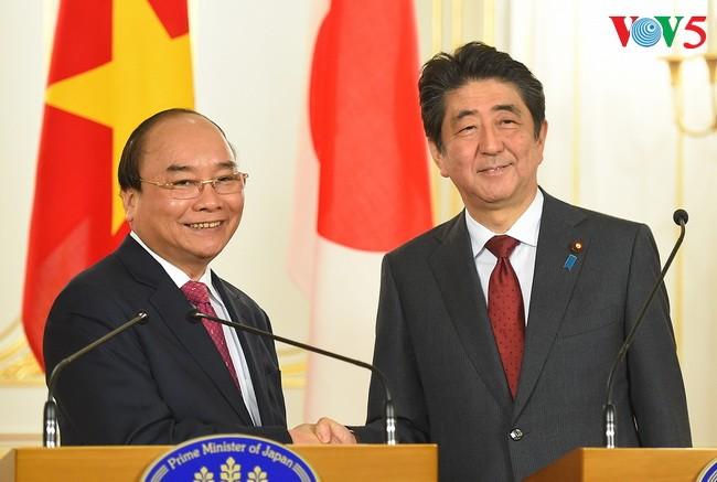 Memperdalam lebih lanjut lagi hubungan kemitraan strategis, intensif dan ekstensif Vietnam-Jepang - ảnh 1