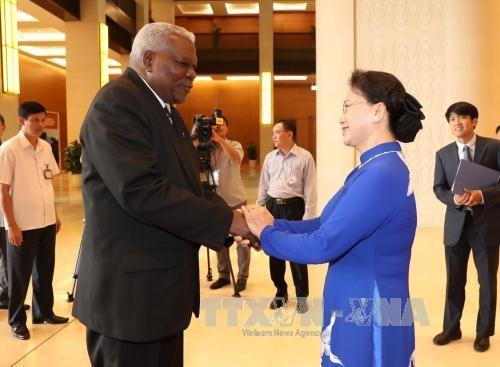 Ketua MN Vietnam, Nguyen Thi Kim Ngan melakukan pembicaraan dengan Ketua Parlemen Kuba, Esteban Lazo Hernandez - ảnh 1