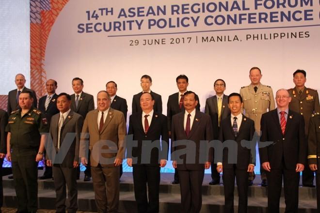 Vietnam menghadiri Konferensi Kebijakan Keamanan Forum Regional ASEAN   - ảnh 1