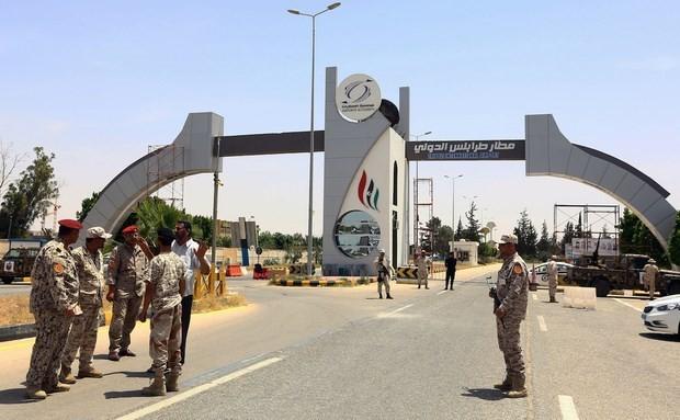 Kepala dua faksi oposisi utama di Libia mengadakan pertemuan di Perancis - ảnh 1
