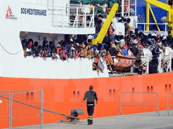 Masalah migran: Italia mulai menggelarkan missi membantu Pasukan Penjaga Pantai Libia - ảnh 1