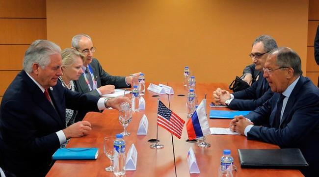 Menlu Rusia dan AS melakukan pembicaraan di sela-sela konferensi-konferensi ASEAN - ảnh 1