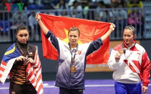 Tim Wushu Vietnam menggondol dua medali emas pada hari pertama di SEA Games 29 - ảnh 1