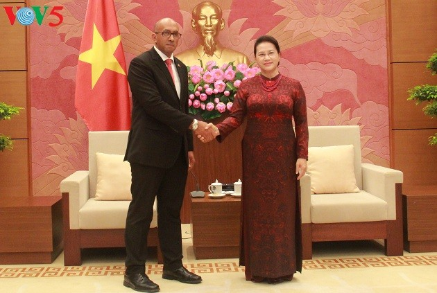 Ketua MN Vietnam, Nguyen Thi Kim Ngan menerima Dubes Kuba, Hermenio Lopez - ảnh 1