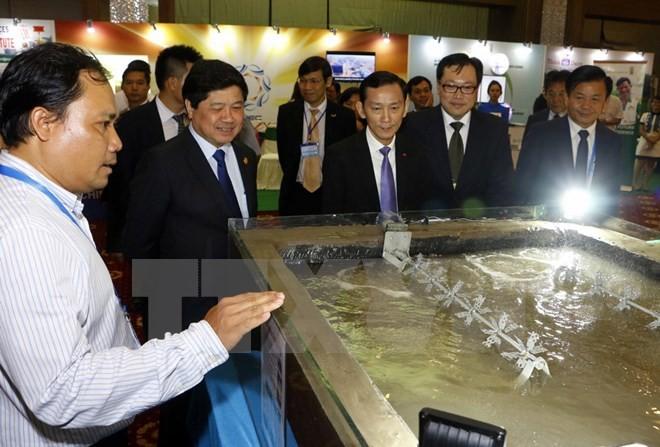 Pameran APEC tentang produk pangan dan teknologi baru dalam pertanian - ảnh 1