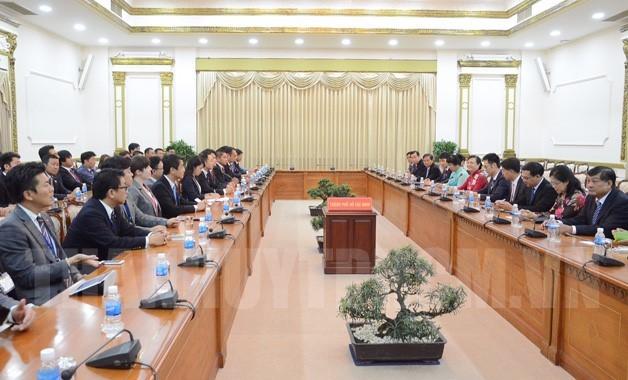Pimpinan kota Ho Chi Minh menerima delegasi Departemen Pemuda Partai LDP, Jepang - ảnh 1