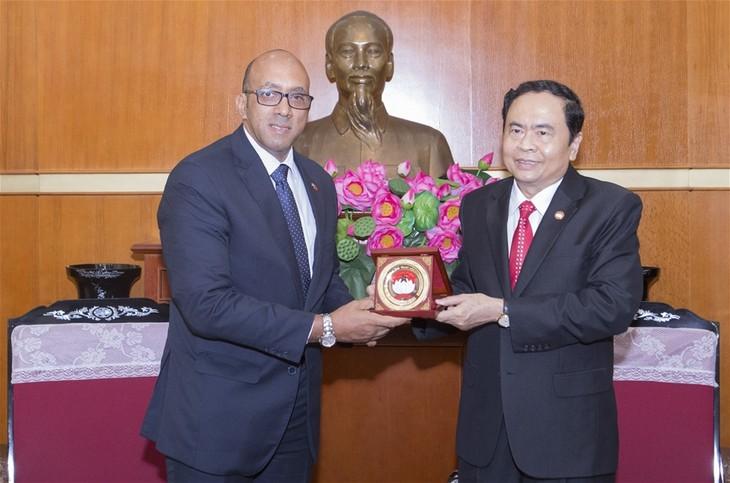 Ketua Pengurus Besar Front Tanah Air Vietnam, Tran Thanh Man menerima Dubes Kuba, Herminio Lopez Diaz - ảnh 1