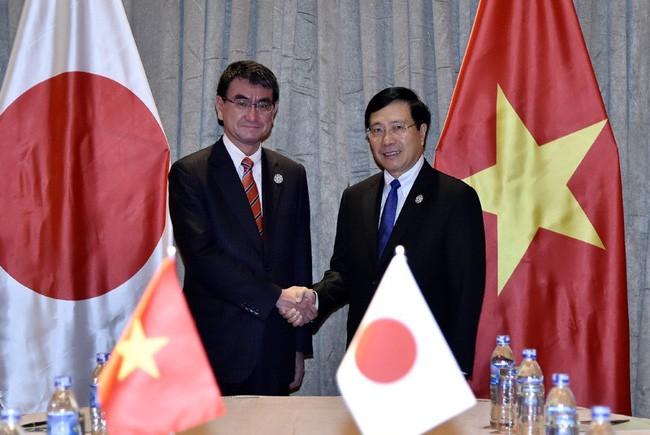 Deputi PM, Menlu Vietnam, Pham Binh Minh melakukan pertemuan bilateral di sela-sela APEC - ảnh 1