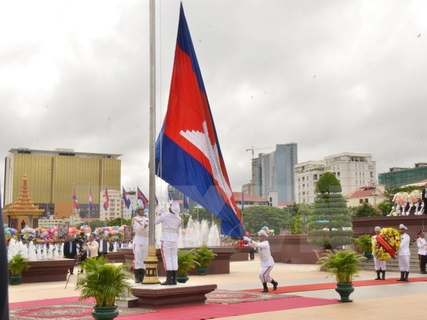 Kamboja mengadakan dengan khitmad upacara peringtan ultah ke-64 Hari Kemerdekaan - ảnh 1