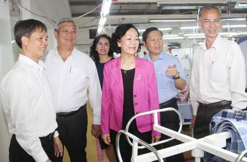Kepala Departemen Penggerakan Masa Rakyat KS PKV melakukan kunjungan kerja di Provinsi Binh Duong - ảnh 1