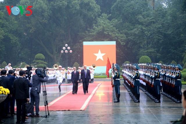 Presiden Vietnam, Tran Dai Quang melakukan pembicaraan dengan Presiden AS, Donald Trump - ảnh 1